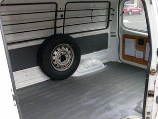 2001 Mazda E2000 SWB Van.
