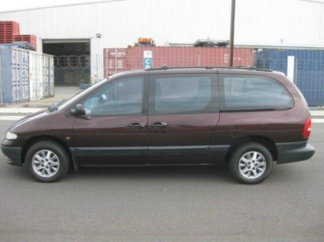 Used Chrysler Voyager SE, Beverley, 1998 Chrysler Voyager SE Wagon