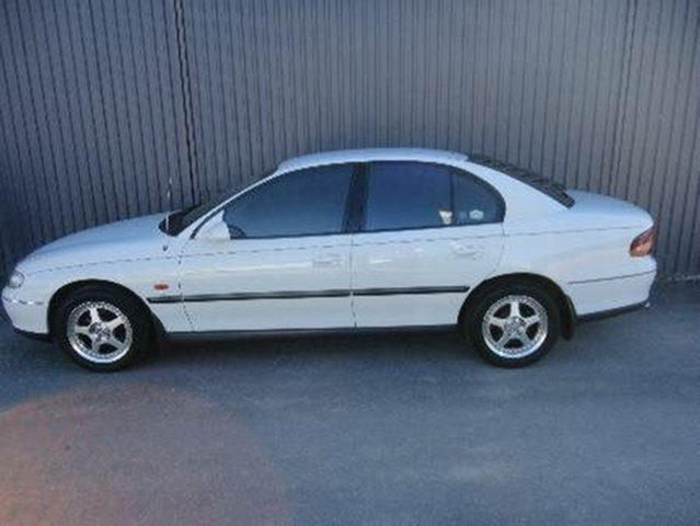 Used Holden Commodore Berlina, Redcliffe, 1998 Holden Commodore Berlina Sedan