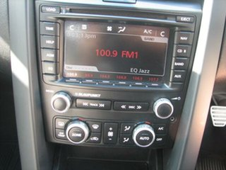 2010 Holden Commodore 6 speed manual Sedan.