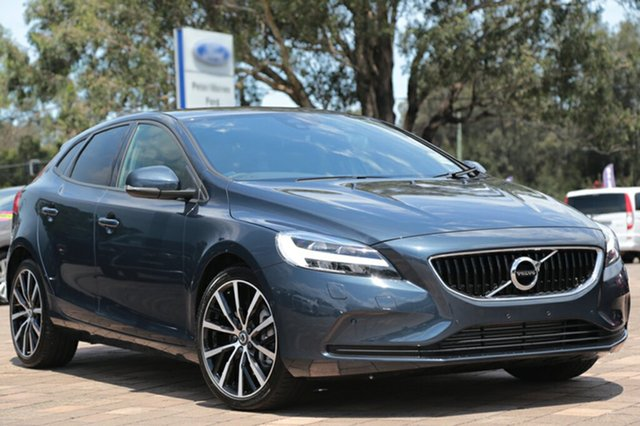 Discounted Demonstrator, Demo, Near New Volvo V40 D2 Adap Geartronic Momentum, Southport, 2017 Volvo V40 D2 Adap Geartronic Momentum Hatchback