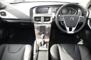 2017 Volvo V40 Cross Country D4 Adap Geartronic Inscription Hatchback.