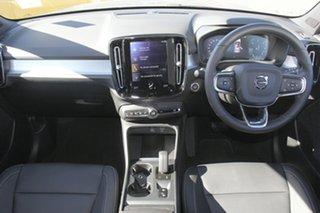2018 Volvo XC40 D4 AWD Momentum SUV.