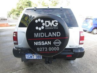 2000 Nissan Pathfinder St v6 Wagon.