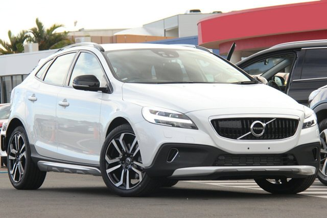 Discounted Demonstrator, Demo, Near New Volvo V40 Cross Country D4 Adap Geartronic Pro, Southport, 2017 Volvo V40 Cross Country D4 Adap Geartronic Pro Hatchback