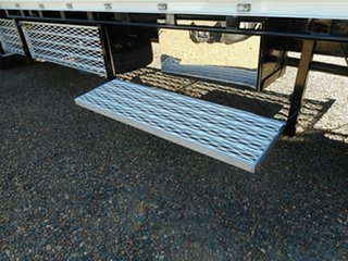 2013 Isuzu FTR 900 Long Tray Truck.