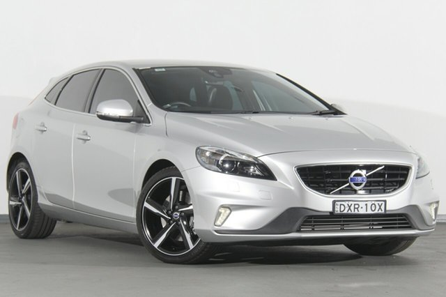 Discounted Used Volvo V40 T5 Adap Geartronic R-Design, Southport, 2016 Volvo V40 T5 Adap Geartronic R-Design Hatchback