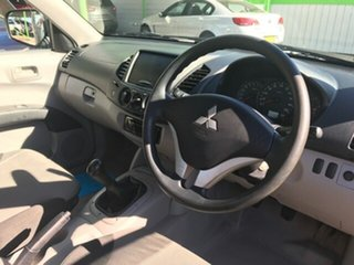 2012 Mitsubishi Triton TRAY BACK Utility.