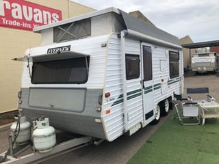 2002 Evernew E SERIES 18' with AIR CONDITIONING Pop Top.