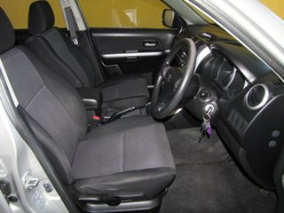 2006 Suzuki Grand Vitara Wagon.