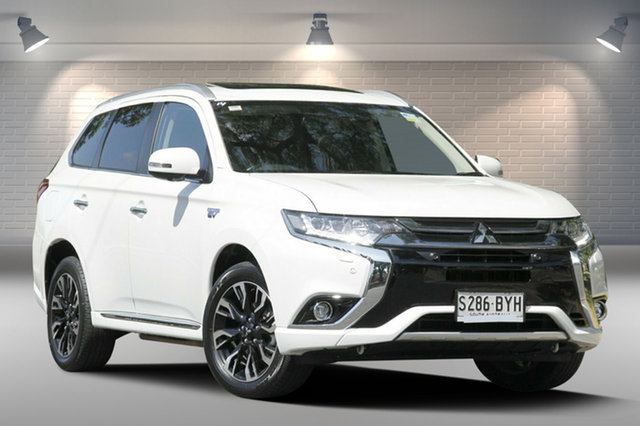 Used Mitsubishi Outlander PHEV AWD Exceed, Nailsworth, 2017 Mitsubishi Outlander PHEV AWD Exceed Wagon