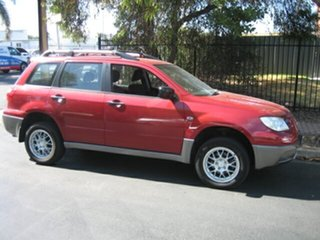 2005 Mitsubishi Outlander XLS Wagon.