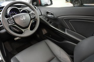 2016 Honda Civic VTi-LN Hatchback.