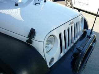2014 Jeep Wrangler Unlimited Sport (4x4) Softtop.