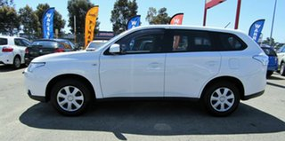2013 Mitsubishi Outlander ES 2WD Wagon.
