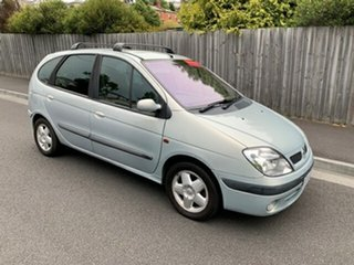 2004 Renault Scenic Dynamique Wagon.