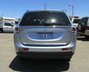 2014 Mitsubishi Outlander ES 4WD Wagon.
