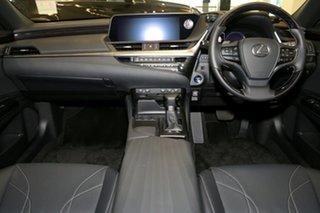 2019 Lexus ES ES300h Luxury Sedan.