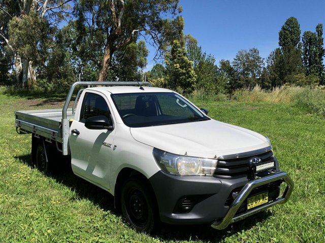 Used Toyota Hilux Workmate 4x2, Queanbeyan, 2015 Toyota Hilux Workmate 4x2 Cab Chassis