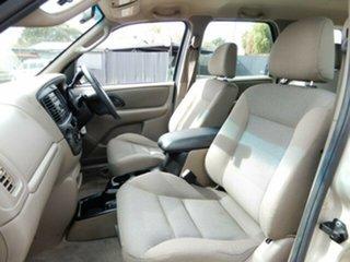 2003 Ford Escape XLS SUV.