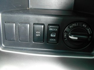 2006 Nissan Pathfinder ST-L (4x4) Wagon.