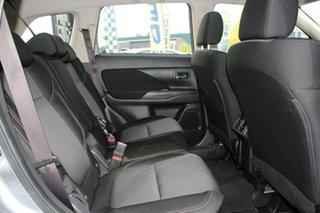 2020 Mitsubishi Outlander ES 2WD Wagon.